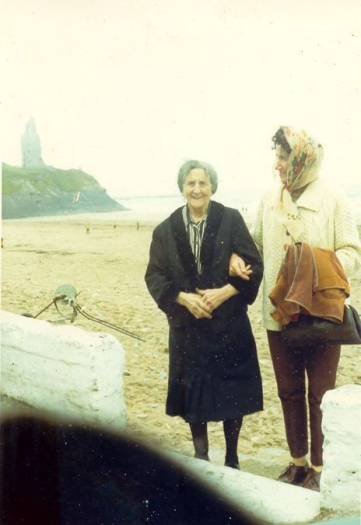 BFK029: Kathy Buckley and friend, Ballybunion, Co. Kerry